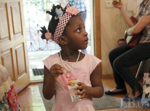 Flüchtlingskind bei Rokada