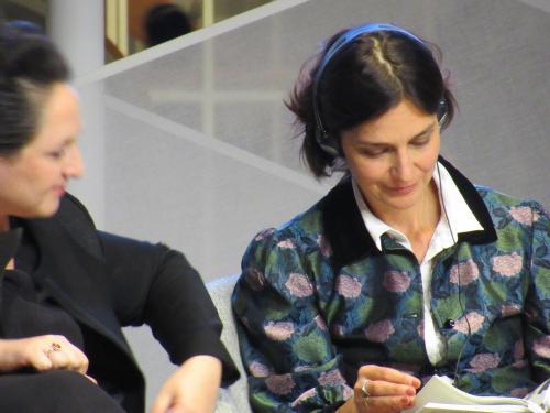 Katja Petrowskaja, aus Kyjiw stammende Schriftstellern, im Gespräch mit Nino Hratischwili in der Sonderausstellung Georgien