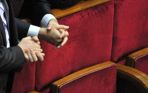 Zur Dezentralisierung: Erfolge, Risiken und die Rolle des Parlamentes