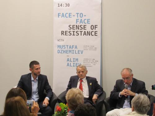 Mustafa Dschemilew im Gespräch mit Alim Aliev und Jurij Durkot