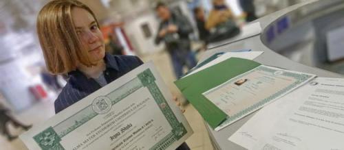 ukrainische Studentin mit europäischem Diplom