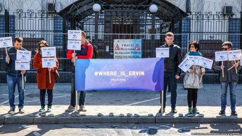 Demonstration vor der russischen Botschaft in Kiew