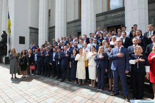 Abgeordnete des ukrainischen Parlaments am 11. Juli 2019 nach der letzten Parlamentssitzung