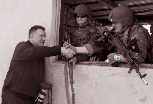 Innenminister Arsen Awakow mit Nationalgardisten