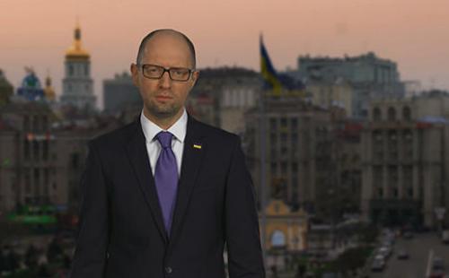 Arsenij Jazenjuk bei seiner Rücktrittserklärung