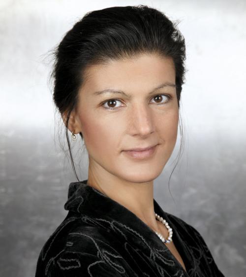 Pressefoto Sarah Wagenknecht http://www.sahra-wagenknecht.de/images/presse3.jpg