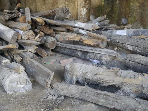 Was als Museum gedacht war: freigelegte Stücke des historischen Kyjiw liegen am Bauplatz herum.