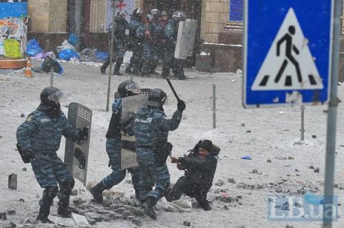 Berkut-Einsatz auf der Michail-Gruschewski-Straße