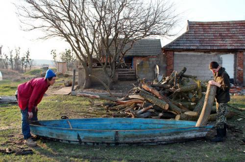 Chruli an der Sula: Pawlo beim Bootsbau