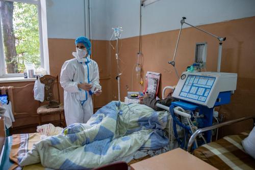 Eine Krankenschwester im Krankenzimmer immer Zimmer der Intensivbehandlung