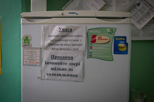 Ein Kühlschrank für persönliche Nahrungsmittel von Patienten der Covid-Station. Das Essen wird normalerweise von Verwandten gebracht.