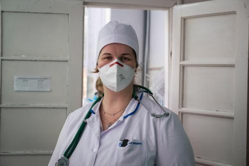 Die Spezialistin für Infektionskrankheiten Natalija Kostina kam 2001 für ein Praktikum ins Krankenhaus und blieb hier, um zu arbeiten