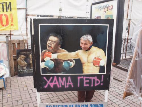 Jeder darf Janukowytsch mal schlagen ...