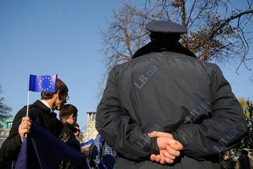 Demonstrant mit EU-Flagge
