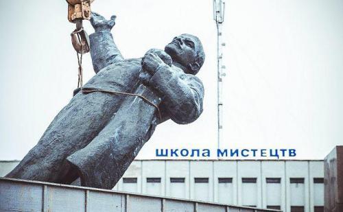 Demontage eines Lenindenkmals