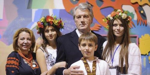 Wiktor Juschtschenko mit Ehefrau Kateryna, den Töchtern Sofija, Chrystyna und Sohn Taras