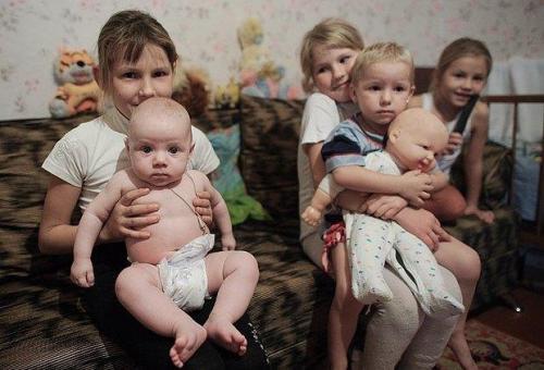 Flüchtlingskinder in Saizewo Gebiet Donezk