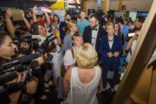 Bildungsministerin Lilija Hrynewytsch und Charkiws Gouverneurin Julija Switlytschna