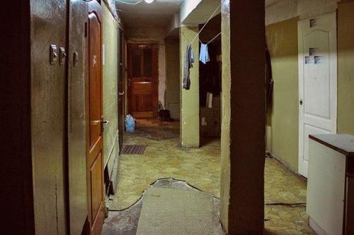 Korridor des Wohnheims in dem Maksim wohnt