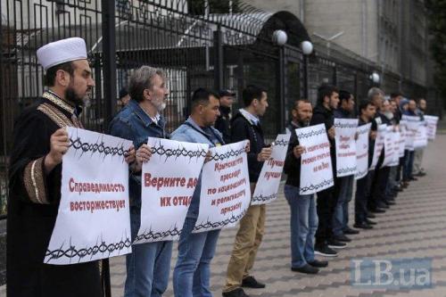 protestierende Krimtataren