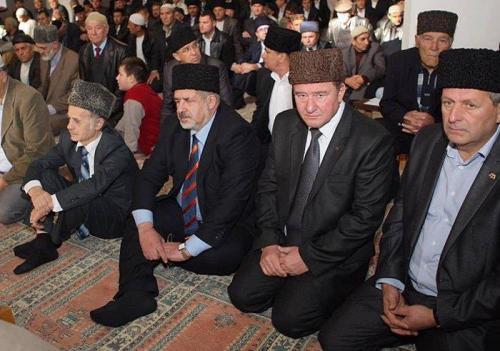 Achtem Tschijgos, Ilmi Umerow, Refat Tschubarow und Mustafa Dschemilew