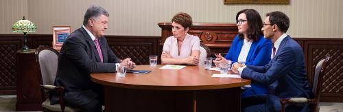 Land der schwarzen Schwäne - Präsident Poroschenko im Interview mit drei Fernsehjournalisten