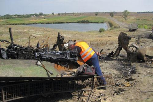 Leichensuche auf einem Schlachtfeld in der Ostukraine