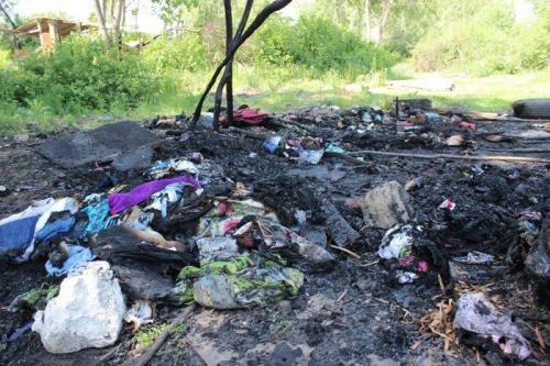 Überreste des ersten angegriffenen Romalagers in Lwiw
