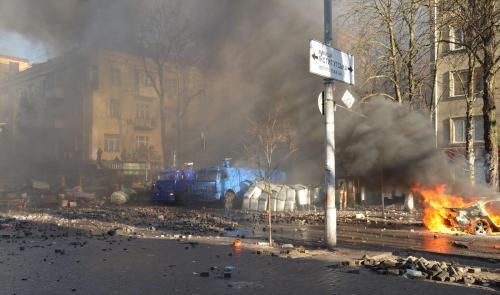 """Massenhaft zu sterben begann man beim Majdan am 18. Februar 2014, nachdem der damalige Geheimdienst SBU und das Innenministerium eine """"Anti-Terror-Operation"""" gestartet hatten. Foto: Jurij Charytontschuk"""