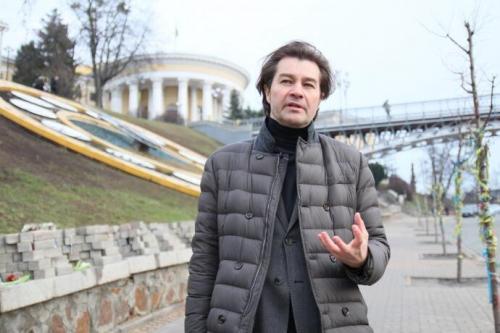 """Nyschtschuk: """"Ich kann nicht sagen, wem die Autorenschaft der Wendung von der """"Himmlischen Hundertschaft"""" zukommt. Sie lag irgendwo in der Luft. wurde wirklich sofort von den Menschen akzeptiert. Alle sagten: """"Richtig! Es gibt Hunderte von ihnen. Dies ist"""