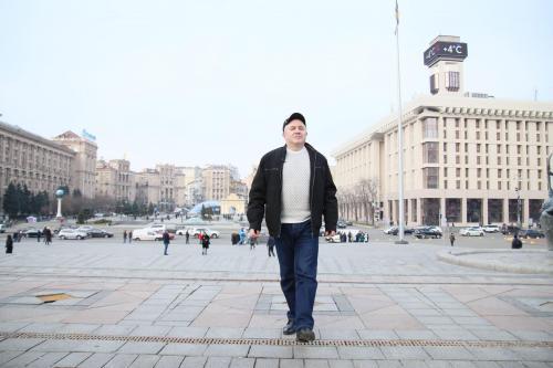"""Wolodymyr Honskyj sagt, er habe 2011 """"Plyne katscha – Es schwimmt eine Ente"""" bereits 2011 beim Petschersker Stadtteilgericht während einer Aktion """"Freiheit für Julija [Tymoschenko]"""" gesungen. Foto: Eldar Sarachman"""