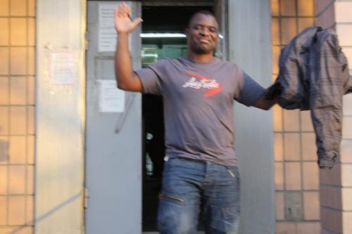 Olaolu Femi Entlassung aus der Untersuchungshaft