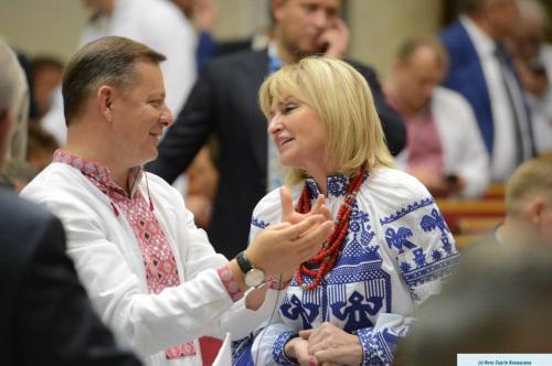 Oleh Ljaschko und Iryna Luzenko beim Wyschywanka-Tag in der Werchowna Rada im Mai 2018, Foto: Serhij Kowaltschuk, rada.gov.ua