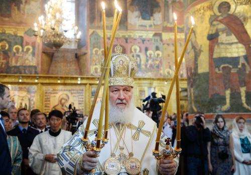 Der russische Patriarch Kyrill I. bei einem Gottesdienst in der Mariä-Entschlafens-Kathedrale im Moskauer Kreml
