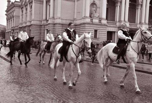 Reiter vor dem Opernhaus Lwiw