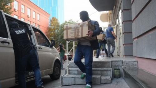 SBU verlädt beschlagnahmte Sachen