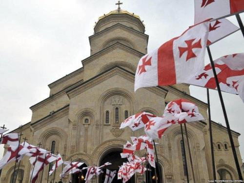 Die Zminda-Sameba-Kathedrale oder Kathedrale der Heiligen Dreifaltigkeit – die Hauptkathedrale der Georgischen Orthodoxen Kirche