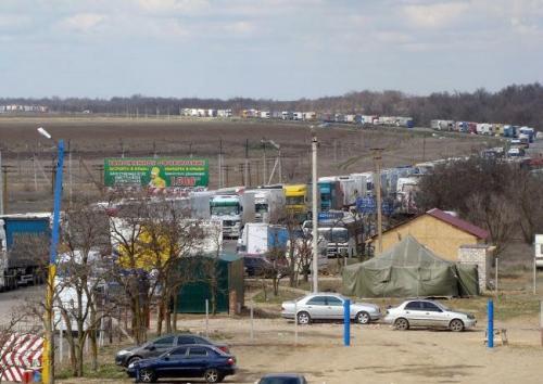 Stau an der Grenze zur Krim
