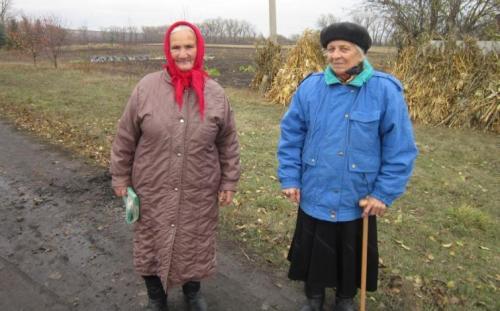 alte Frauen in Swaniwka
