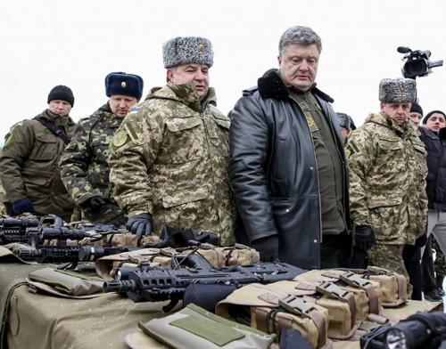 Waffeninspektion durch Präsident Pjotr Poroschenko