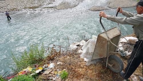 Wir konnten uns nirgendwo waschen, weil es einfach gruselig war, in die Flüsse zu steigen.