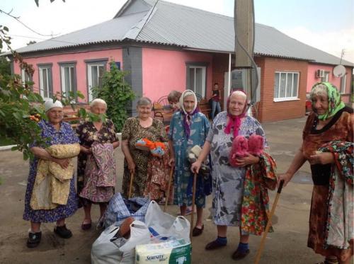 Spenden für alte Menschen im Donbass