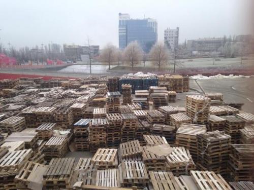 leere Paletten in Donezk