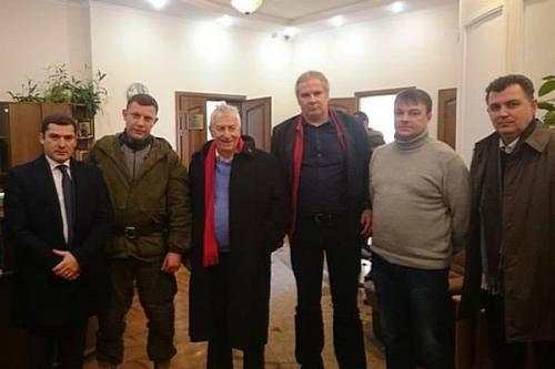 Linkeabgeordnete Wolfgang Gehrke und Andrej Hunko mit Alexander Sachartschenko