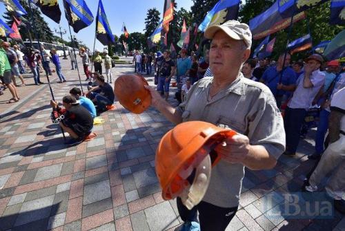 protestierende ukrainische Bergarbeiter vor dem Parlament in Kiew