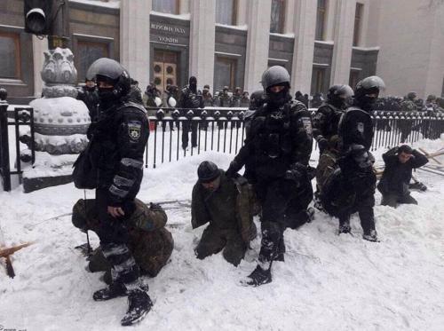 ukrainischer Polizeieinsatz vor dem Parlament